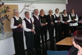 Raumalainen lausujaryhmä Värsym baohaja otti yleisönsä monipuolisella ohjelmistollaan Pyhärannan seurakunnan naistenpäivän tapahtumassa.