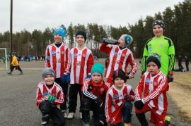 Eerik, Antti, Oskari S., ja Niko. Takarivi vasemmalta oikealle: Kasper, Aatu, Luka ja Aaro. Kuvasta puuttuvat Frans ja Jeremia.