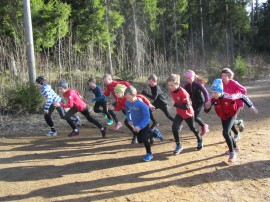 Maastojuoksukilpailut käytiin torstaina kauniissa ja lämpimässä säässä.