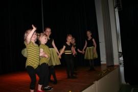 Pienten tanssiesityksessä oli menoa ja meininkiä. Kuva: Arja-Liisa Heilä