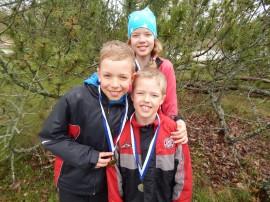 Koveron koulusta maastojuoksuissa menestyivät Antolan sisarukset Kasper (hopeaa 1 lk) Niklas (kultaa 3 lk) ja Maria (kulta 5 lk).