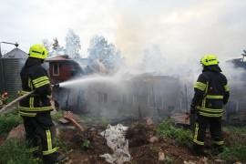 Palon jälkiraivaus ja sammutus jatkuivat keskiviikkona.