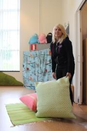 Marika Ruohosen valmistamilla tekstiileillä kirjaston lastennurkkaukseen saatiin kodikkuutta, väriä ja iloa.