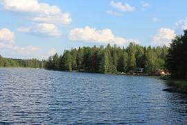 Laitilan järvien sinilevätilanne on ollut ainakin toistaiseksi hyvä. Hepojärven yleinen ranta on ollut kovassa käytössä. Kuva: Maria Rantanen