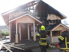 Palokunta veti henkeä aamuyhdeksän jälkeen, kun tulipalo oli saatu sammutettua. Seuraavana vuorossa olivat jälkisammutustyöt.