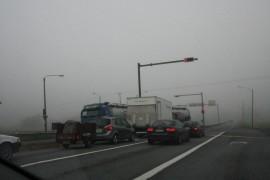 Onnettomuuden aikana olosuhteet olivat vaikeat. Maanantaiaamuna kello 10 sumua oli vielä paljon esimerkiksi valtatie 8:n risteysalueella Laitilassa.