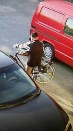 Poliisin mukaan Reijo Kallinen on voinut liikkua Helkama Oiva -polkupyörällään laajalla alueella.