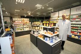 Apteekkari Henri Pernilä on tyytyväinen Laitilan Uuden  Apteekin uusiin  liiketiloihin, jotka sijaitsevat Kauppakadulla, K-supermarketin kiinteistössä.