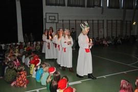 Lucia-kulkue toi valoa perjantaina Laitilan kouluihin ja eri hoivakoteihin. Luciana oli tänä vuonna Essi Arola.