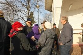 Pääministeriveikkausten suosikki Juha Sipilä kuunteli Laitilan torilla laitilalaisten kuulumisia keskiviikkona.
