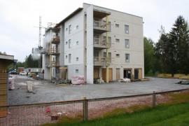 Laitilan uuden vuokrakerrostalon harjannostajaisia vietettiin torstaina. Taloon tulee 23 huoneistoa.