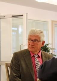 Laitilan eläkkeelle jäävä kaupunginsihteeri Markku Mäki aloitti maanantaina Pyhärannan kunnanjohtajana. Avoinna ollutta kunnanjohtajan virkaa ei toistaiseksi täytetä, vaan Mäki toimii pysyvänä johtajansijaisena. Kuva: Maria Suomi