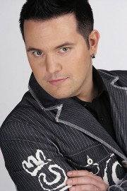 Vuoden 2015 kukko on laulaja ja tangon tulkitsija Rami Rafael.