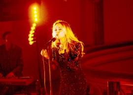 Anna Erikssonin tulkitsemista rakastetuista joululauluklassikoista saatiin nauttia viime vuonna myös Laitilan kirkossa. Pian niitä pääsee kuulemaan uudelta Gloria-joulualbumilta. Kuva: Matti Pyykkö