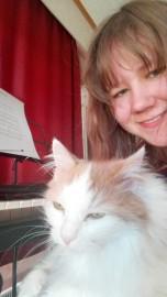 Musiikki on myös minun ja Tytti-kissan yhteinen kieli, vaikkemme siitä kumpikaan mitään ymmärrä.