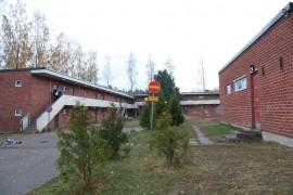 Vartija kiertää Laitilan vastaanottokeskusta öisin. Kuva: Hanna Hyttinen