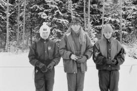 Vakka-Suomen hiihtomestaruuksia oli tavoittelemassa yhteensä noin yhdeksänkymmentä osallistujaa. Kuvassa ovat palkitut 14-vuotiaat Terhi Jokila, Anja Nurmi ja Tuire Kaitila. Laitilan Sanomat 14.2.1996