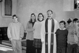 Juha ja Anitta Kylänpää lasten Riston, Katrin, Laurin ja Inkerin kanssa siunattiin sunnuntaina kolmannelle lähetyskaudelleen Pakistaniin. Laitilan Sanomat 14.2.1996