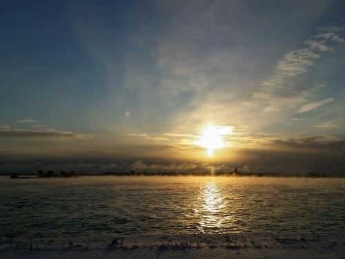Höryävä meri Katajanokan satamassa. Kuvaajana Siret Bankier.