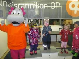 4-vuotiaiden tyttöjen sarjan voitti Aino Tättilä, toiseksi tuli Mandi Kukkula ja kolmanneksi Aura Maikola. Kuva: Erja Niemi