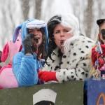 Satu Ranta, Laura Virta, Eveliina Sainio ja Veera Kohonen penkkarifiiliksissä viime vuonna. Kuva: Maria Suomi.