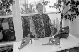 Päivi Kivimäki osallistui Laitilan Nuorisoverstaan järjestämälle keraamisen kuvanveiston kurssille. Kurssin aikana tehdyt teokset ovat esillä Laitilan kaupungintalolla. Laitilan Sanomat 17.4.1996