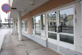 Seurakunnan kirkkoherranvirasto ja taloustoimisto löytyvät 25. huhtikuuta alkaen entisen työvoimatoimiston tiloista. Kuva: Hanna Hyttinen