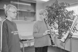 Klarinetistille löytyy aina paikka orkesterissa. Näin vakuuttaa Vakka-Suomen musiikkopistossa klarinetin soittoa opettava Johanna Töykkälä. Tuomas Pohjalainen opiskelee klarinetin soittoa Töykkälän johdolla. Laitilan Sanomat 10.5.1996