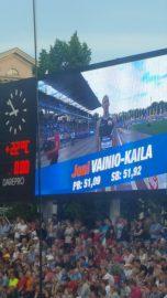 Joni Vainio-Kaila Paavo Nurmen stadionin isolla näytöllä. Kuva: Niko Vahtera.