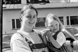 Laitilan Sanomien gallup kesäkuussa 1996 paljasti, että paikkakunnalla oli viritelty mahdollisuutta omaan synnytysosastoon. Yksi gallupiin osallistuneista oli Satu Paukku, jonka sylissä oli Milla-Maaria.