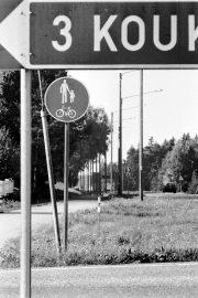 Kansalaisaloitteessa esitetään mm. kevyen liikenteen väylän rakentamista Lamexin luota aina Ukin rajalle saakka. Laitilan Sanomat 30.8.1996