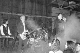 Neon 2 piti konsertin Jääkukossa viime perjantaina. Pojat vetivät keikan hyvin läpi, vaikka kuulijoita oli vähänlaisesti. Laitilan Sanomat 14.8.1996