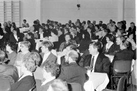 Kalannin Säästöpankin henkilökunta, luottamushenkilöt ja asiakkaat kokoontuivat Kalannin urheilutalolle juhlimaan satavuotiasta pankkiaan. Laitilan Sanomat 8.11.1996