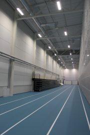 Juoksusuora on 70 metriä pitkä ja sen toisessa päädyssä ovat hyppypaikat ja toisessa päädyssä heittopaikka. Kuva: Solina Saarikoski